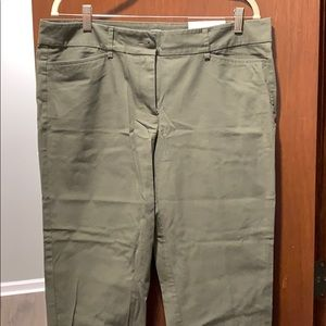 Ann Taylor loft green original crop pants